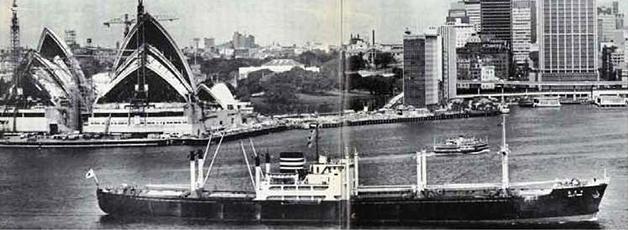 馬来丸(まれーまる)シドニー入港中